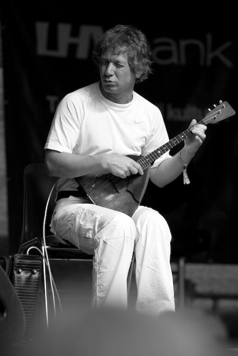 Alalisvool, vahelduvvool e. vene Angus Young kolmel keelel.